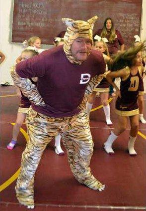 1. Dad Cheer Coach pic1