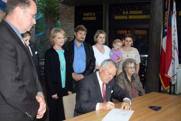 2. Governor bill pic2