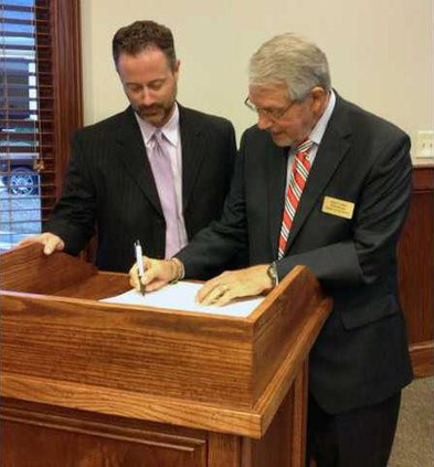 1 Superintendent signs contract pic