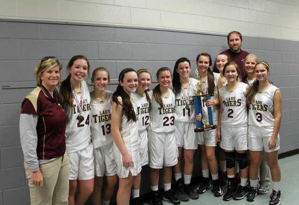 S-DCMS 8 Girls Bball pic