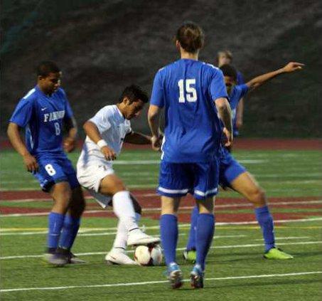 S-Varsity boys soccer pic1