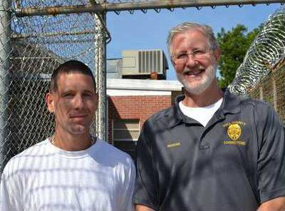 7RFT RUNS ON 1A From left  Hall County inmate Calvin Blackstone  Warden Walt Davis