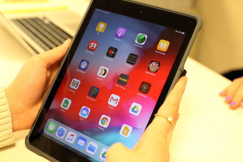 A-iPads at DCHS pic 1.JPG