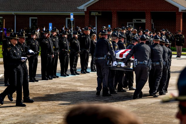 I-Officer funeral pic 4.jpg
