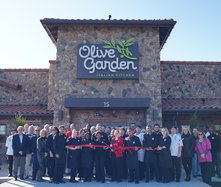 Olive Garden ribbon cutting
